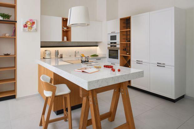 Planując aranżację małej kuchni, nie możemy zapominać o blacie. To element ważny nie tylko ze względu na funkcjonalność tego pomieszczenia, ale także z uwagi na jego estetykę.