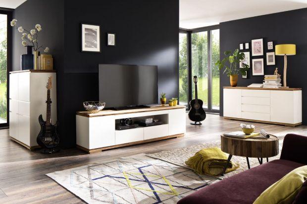 Proste, geometryczneszafki i stoliki RTV doskonale prezentują się w pokoju dziennym utrzymanym w nowoczesnym stylu. Pasują do płaskich, supernowoczesnych ekranów i minimalistycznego osprzętu. Oto galeria produktów i wnętrzarskich inspiracji!