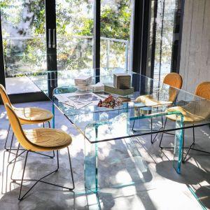 """Krzesła z kolekcji """"Doodle"""" firmy Tacchini odznaczają się miękkimi, organicznymi kształtami. Projekt: Claesson Koivisto Rune. Fot. Tcchini"""