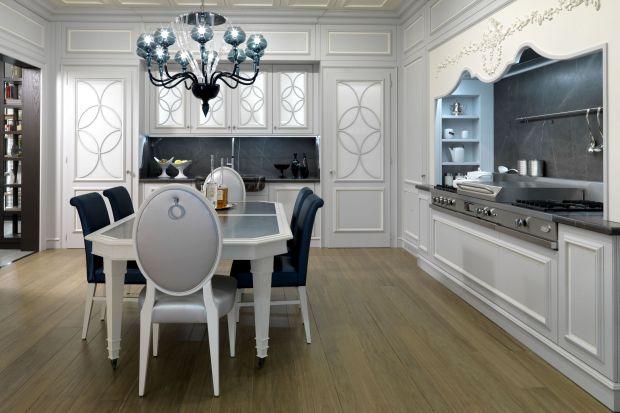 Jeśli marzy wam się chociaż namiastka klimatu glamour w kuchni, można osiągnąć taki efekt niewielkim kosztem. Wystarczą odpowiednie akcesoria i dodatki, lampa o ciekawej formie, ozdobne krzesło lub półka. Pomysły i inspiracje - w załączonej