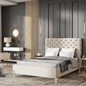 Tkanina obiciowa łóżka w stylu glamour powinna być miękka, aksamitna i przyjemna w dotyku. Fot. Materiały prasowe Publicum