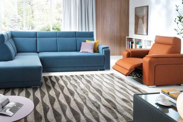 Fotele będące częścią zestawów wypoczynkowych coraz częściej trafiają do naszych salonów. Niektóre z nich posiadają automatyczną funkcję relaksu, która zwiększa komfort korzystania z nich.