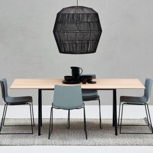 Stół i krzesła do nowoczesnej jadalni. Fot. Arper