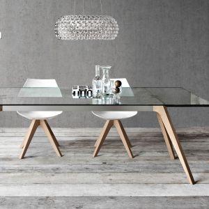 Duży stół ze szklanym blatem. Fot. Pianca