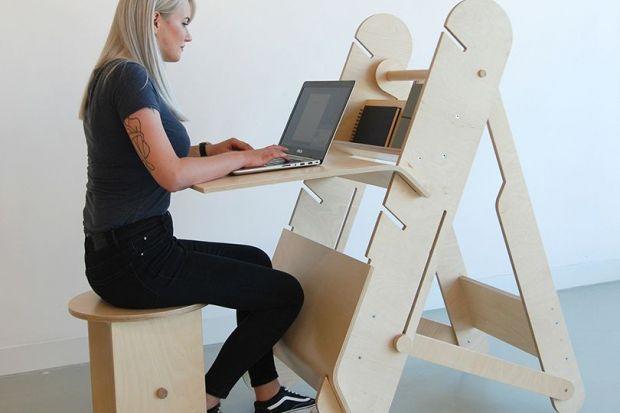 """Biurko """"Deskter"""" przeznaczone jest do pracy zarówno w pozycji stojącej, jak i siedzącej. Równie dobrze może być wykorzystywane w domu, w szkole i w biurze."""