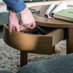 Okrągły stolik z szufladką z zestawu Simple. Fot. Vox