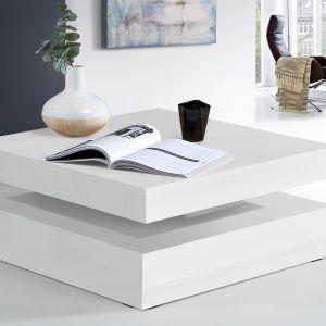 Niewielka półka nie tylko jest praktyczna, ale też dodaje lekkości stolikowi. Fot. Forte