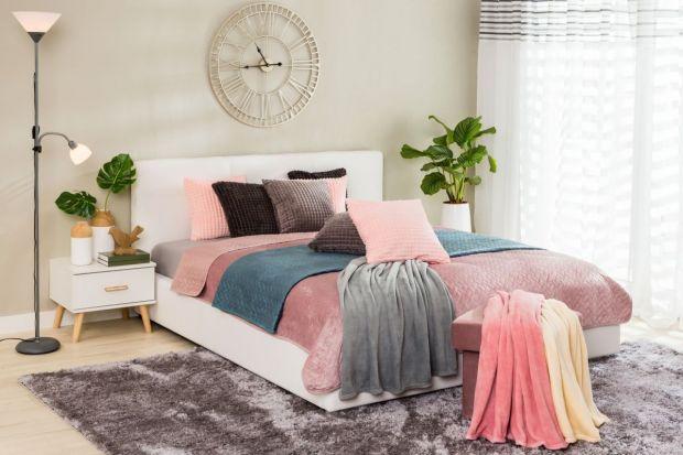 Meble do sypialni - udekoruj swoje łóżko poduszkami