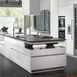 Kuchnie na wymiar wybierają klienci szukający zindywidualizowanych rozwiązań. Na zdjęciu: model Z1 firmy Zajc. Fot. Zajc