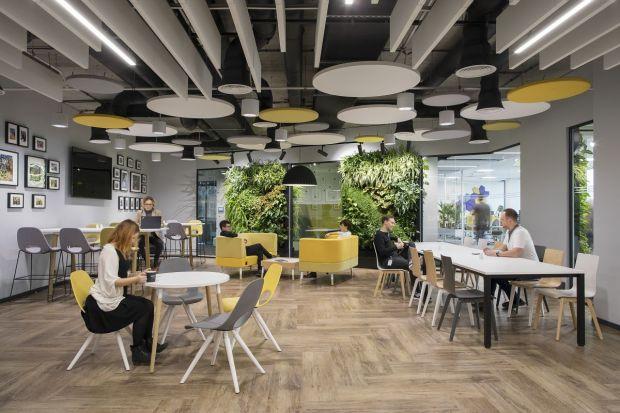 W Krakowie mieści się najnowsza siedziba Grupy Nowy Styl – międzynarodowego eksperta wyposażenia wnętrz biurowych. To swoiste kompendium wiedzy o tym, jak projektować meble biurowe i przestrzenie pracy. Nic dziwnego, że stworzenie tej przestrzeni