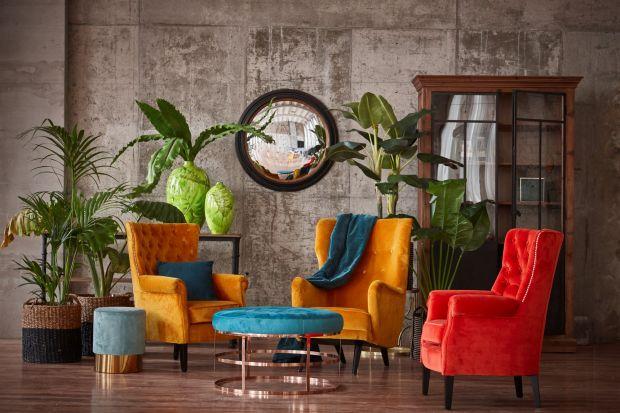 Fotele uszaki zwykle kojarzone są z klasycznymi wnętrzami. Jednak moda na nie nie przemija i coraz częściej trafiają także do nowoczesnych salonów, będąc ciekawym uzupełnieniem ich aranżacji.