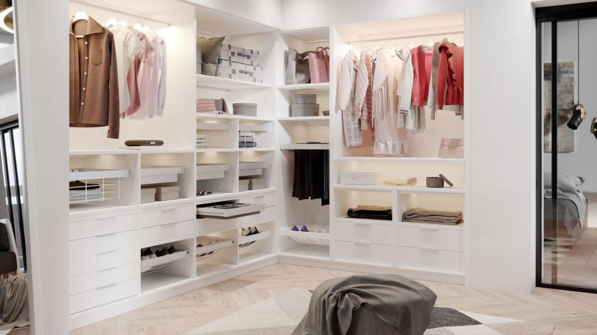 Uporządkowane wnętrze garderoby Elite. Fot. GTV