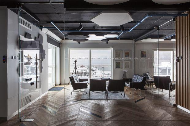 Nowa siedziba spółki Blue Media, której wnętrze jest wspólnym dziełem projektantów Arch 515 i Rasztawicki Architekci, imponuje współczesną architekturą i designem, a wyposażona jest w nowoczesną automatykę.