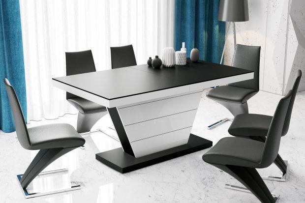 Trudno wyobrazić sobie jadalnię bez dużego stołu, przy którym pomieści się cała rodzina. Oprócz modeli klasycznych, coraz częściej sięgamy po stoły na wskroś nowoczesne, których cechą charakterystyczną jest zgeometryzowana forma.