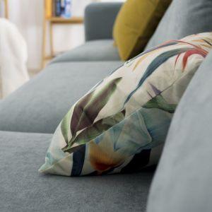 Niepodważalną zaletą każdej tapicerki jest łatwość jej czyszczenia. Dziś mamy do wyboru wiele tekstyliów pokrytych powłoką o właściwościach, które nie pozwalają wnikać zabrudzeniom i wodzie wgłąb włókna. Fot. Make Home