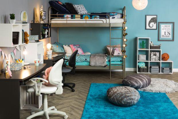Okres wakacji to dobry moment, by bez pośpiechu i stresu przygotować się na początek roku szkolnego: wybrać biurko i odpowiednie do niego krzesło, dopasować półki, szafki i niezbędne dodatki, by stworzyć wymarzony pokój małego ucznia.
