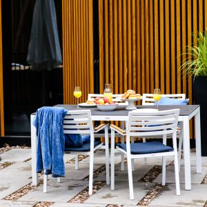 "Stół z kolekcji ""Sara"" firmy Miloo Home. Fot. Miloo Home"