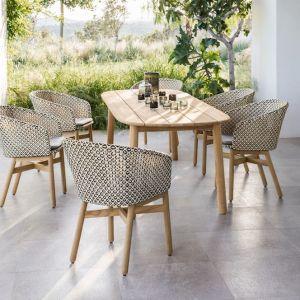 """Stół z kolekcji """"Mbrace"""" firmy Dedon. Fot. Dedon"""