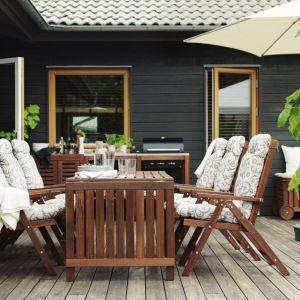 Drewniany stół ogrodowy z oferty IKEA. Fot. IKEA