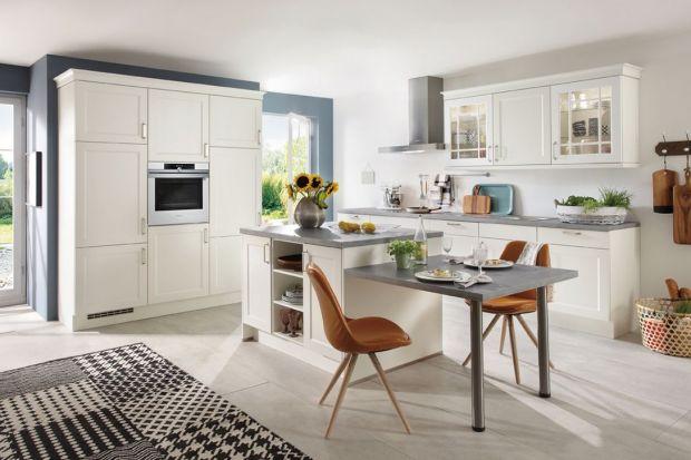 Kuchnie w stylu prowansalskim będą idealne dla osób, które lubią motywy kwiatowe i pastelowe wnętrza. To idealna propozycja na wakacyjną metamorfozę domu.