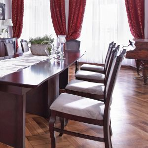 Stylizowane krzesła z kolekcji Wiktoria. Fot. Mebin