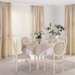 Umiejętnie dobrana wykładzina lub dywan to idealny sposób na wydzielenie osobnej strefy, a przy okazji wizualne ocieplenie wnętrza. Fot. Dekoria.pl