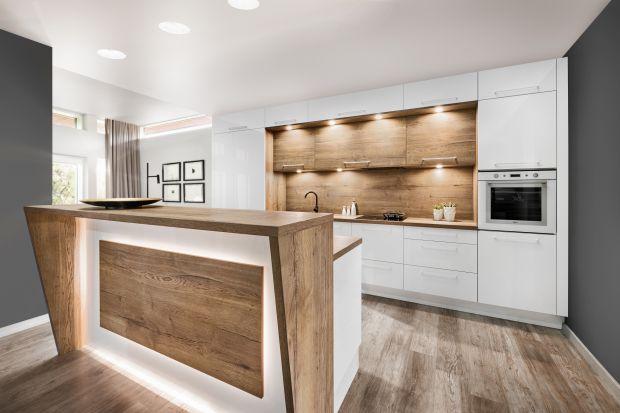 Wyspa i półwysep kuchenny zawsze są mocno eksponowanymi zabudowami meblowymi. Poza tym łączą salon i kuchnię - wnętrza o różnych funkcjonalnościach. Dlatego za każdym razem ich aranżacja musi być dopracowana w najmniejszym szczególe.