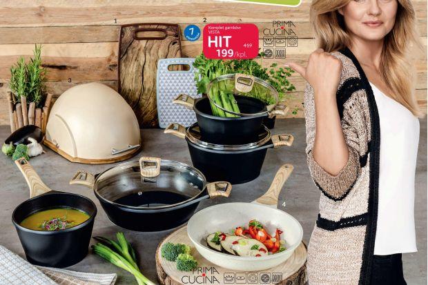 Od19 do 31 sierpnia 2019 w Agata Meble trwa akcja promocyjna, w której wybrane produkty można nabyć nawet do 50% taniej. Wśród promocyjnych produktów znajdują się, m.in.: poduszki pikowane, komplet garnków ze stali nierdzewnej, ręczniki, lampy