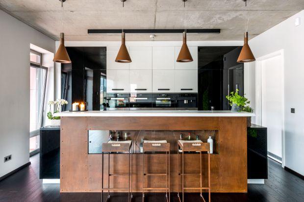Projektowanie kuchni nie jest prostym zadaniem.Wielu inwestorów zastanawia się, co zrobić, żeby w pomieszczeniu połączyć estetykę z funkcjonalnością. Przypominamy zatem kilka podstawowych zasad.