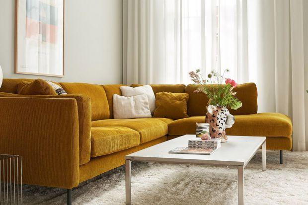 Sofy osadzone na wysokich nóżkach wprowadzają do salonu klimat pełen subtelnej elegancji. Równie dobrze wpisują się w klasyczne, jak i nowoczesne aranżacje.