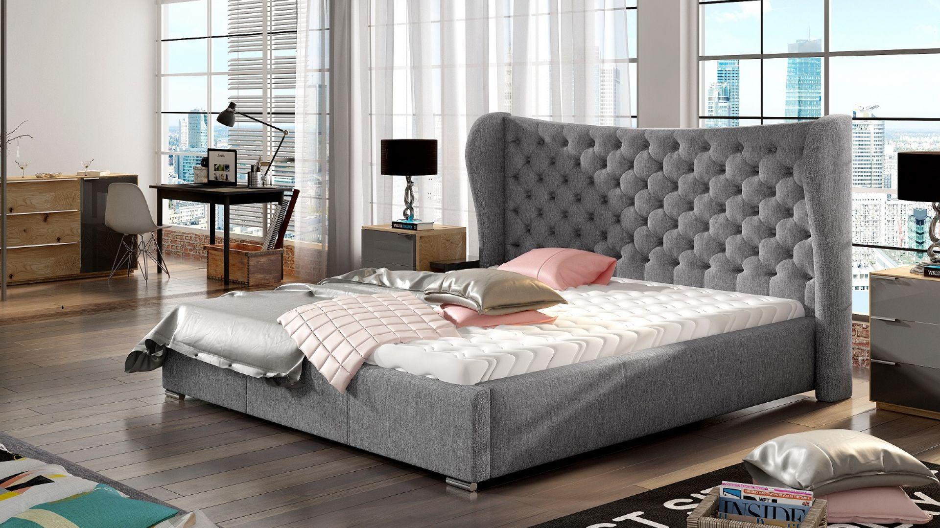 Łóżko tapicerowane Lancaster ze stylizowanym wezgłowiem. Fot. Comforteo