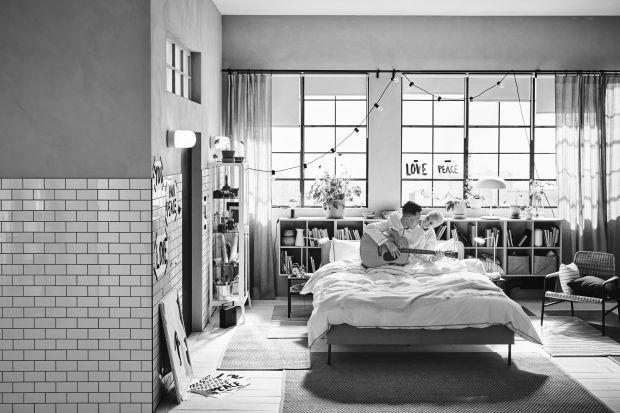Wiele jesiennych nowości zaproponowanych przez markę IKEA związanych jest z aranżacją przestrzeni sypialni. Ważną cechą mebli jest wielofunkcyjność, którą ceni się zwłaszcza w niewielkich pomieszczeniach.