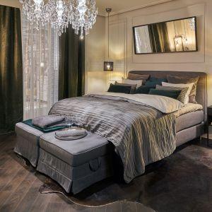 Często ławy i pufy stanowią jeden z elementów kolekcji przeznaczonych do urządzenia sypialni. Fot. Kuba Certowicz/IKEA
