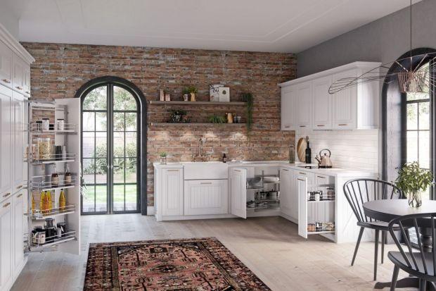 Czy klasyczna zabudowa kuchenna wyklucza użycie nowoczesnych akcesoriów?Dostępna na rynku oferta przekonuje, że nie.
