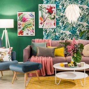W tym sezonie motyw kwiatowy jest szczególnie pożądany jako ozdoba na ścianach, a także wzór na tekstyliach. Fot. Salony Agata