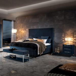 Łóżko z wysokim wezgłowiem. Fot. HUelsta