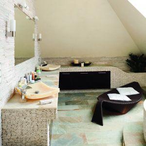 Salon kąpielowy w stylu SPA z onyksowymi umywalkami. Proj. Karolina Łuczyńska. Fot. Bartosz Jarosz