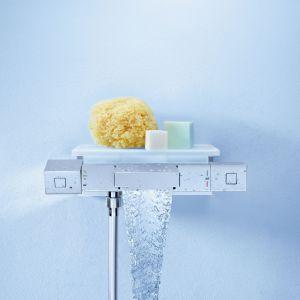 Nowoczesny termostat baterii wannowo-prysznicowej Grotherm Cube firmy Grohe umożliwia ustawienie w ułamku sekundy żądanej temperatury i utrzymanie jej na stałym poziomie podczas kąpieli. Rozwiązanie Aquadimmer Eco z innowacyjnymi i intuicyjnymi ikonami graficznymi umożliwia oszczędzanie wody. Fot. Grohe