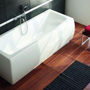 Arcline to mała wanna marki Aquaform, z właściwościami antypoślizgowymi i małą pojemnością 150 l. Fot. Aquaform