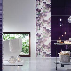 Colour Violet to płytki ścienne marki Tubądzin. Motyw kwiatów groszku to modne połączenie fioletu i bieli. Fot. Tubądzin