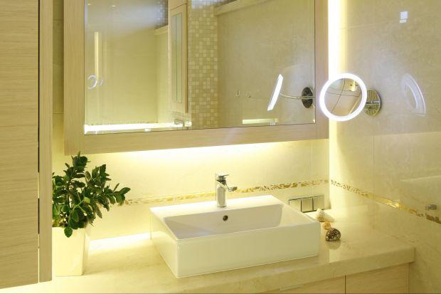 Oświetlenie LED cieszy się obecnie ogromną popularnością zarówno wśródklientów indywidualnych jak i architektów, którzy za pomocą np. ledowych taśm potrafią wyczarować w łazience wyjątkowy klimat.