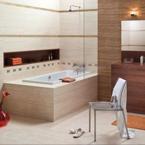 Parawan nawannowy oraz głowica prysznicowa nad wanną umożliwia korzystanie z prysznica, co oznacza systematyczne działanie wody na ściany nad wanną. Na zdj. Kolekcja płytek Liguria marki Ceramstic. Fot. Ceramstic