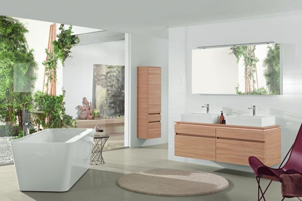 Donice z kwiatami, płatki róż czy widok na ogrodową zieleń z łazienkowego okna – bliskość natury zdecydowanie sprzyja relaksowi. Wystarczy zaledwie kilka elementów, by do łazienki zawitało piękno przyrody.