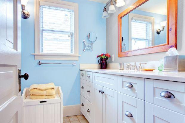 Nowoczesne farby do łazienki mają na tyle dobre właściwości dotyczące odporności na szorowanie i działanie wilgoci, że możemy mieć pewność co do estetycznego wyglądu ścian i sufitów przez lata.