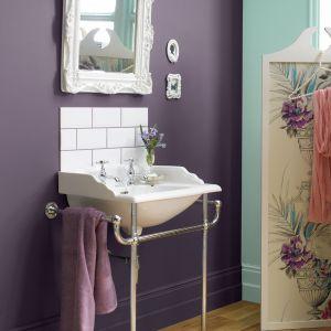 Wybrane odcienie farby  Crown  Kitchen & Bathroom z kolekcji o specjalnej odporności do kuchni i łazienek nadają wnętrzu klimat vintage. Fot. Crown.