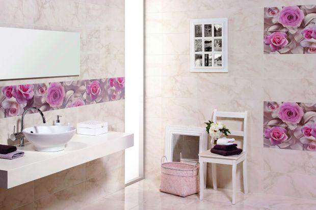 Róże na płytkach – kobiecy akcent w łazience