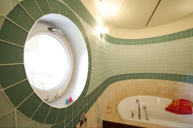 Okno w łazience to więcej światła dziennego, większy komfort użytkowania, a także mniejsze zużycie energii.