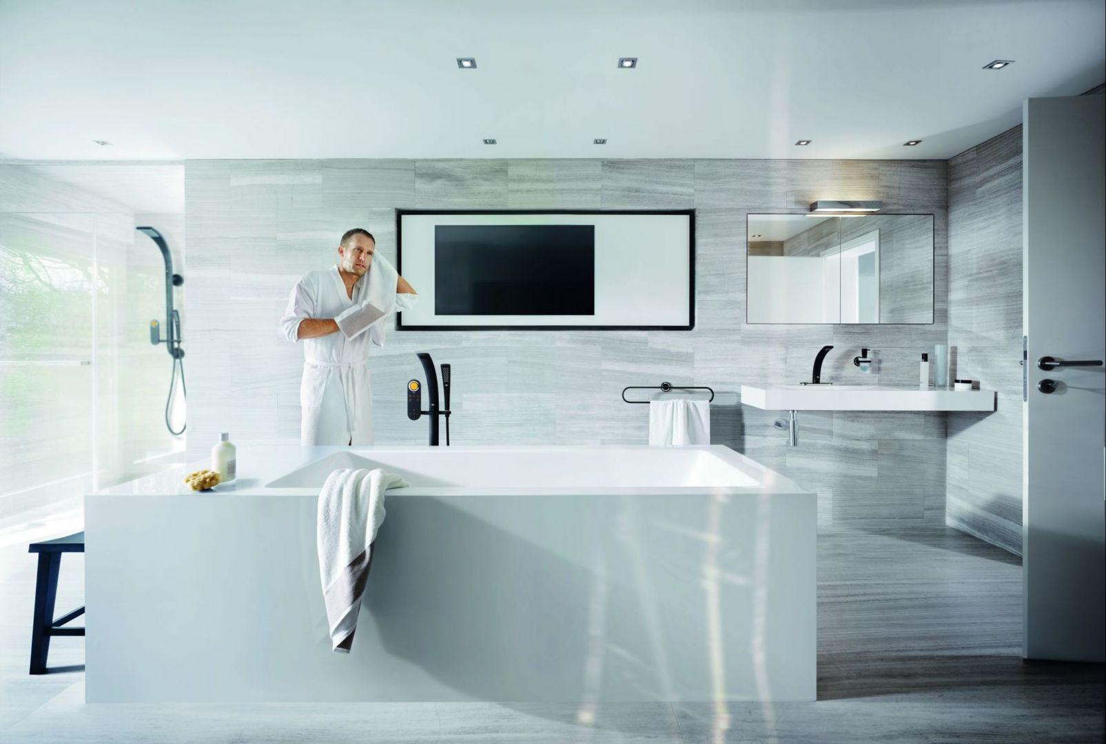 W łazience w stylu SPA wzrok przyciąga bateria z serii Grohe Ondus  oraz przydatna półka w rancie wanny na kosmetyki i akcesoria kąpielowe. Fot. Grohe
