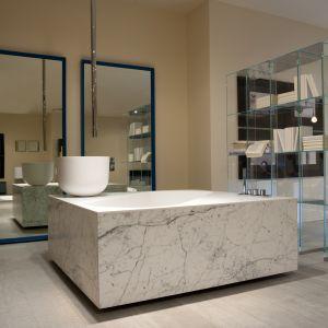 Wanna oraz umywalka Exelen firmy Antonio Lupi w luksusowej oprawie z włoskiego marmuru. Fot. Antonio Lupi