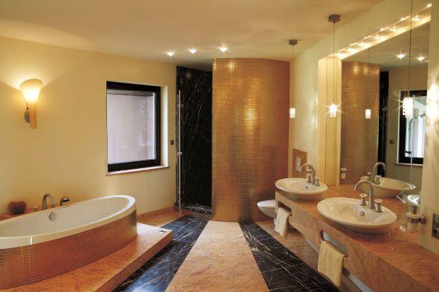 Salon kąpielowy jak od jubilera – naturalne kamienie, złoto, kryształy